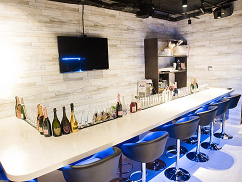 ガールズバー・夜Cafe&Bar LUXURY byAnthem